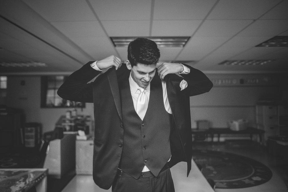 Joe_Jen_Photography_MN_Wedding_groom.jpg
