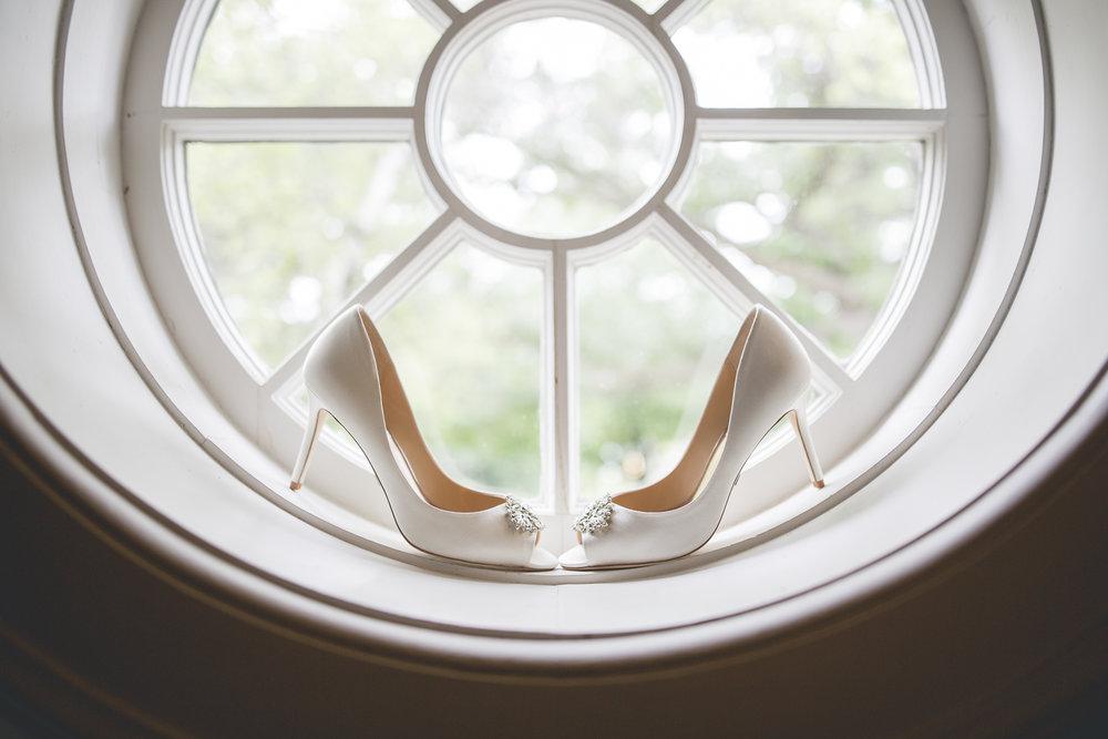 Joe_Jen_Photography_MN_Wedding_heels_2.jpg