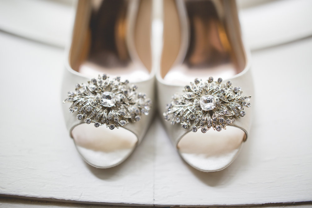 Joe_Jen_Photography_MN_Wedding_heels.jpg