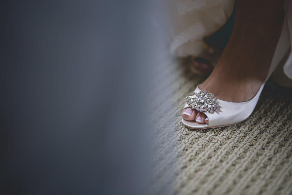 Joe_Jen_Photography_MN_Wedding_shoes.jpg