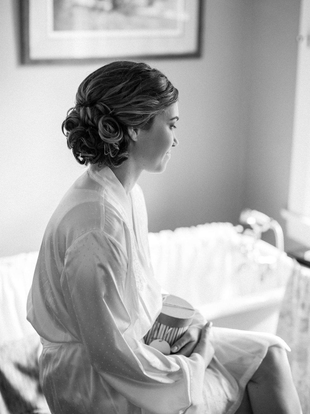 rochelle-louise-photography-acowsay-cinema-wisconsin-wedding-1.jpg