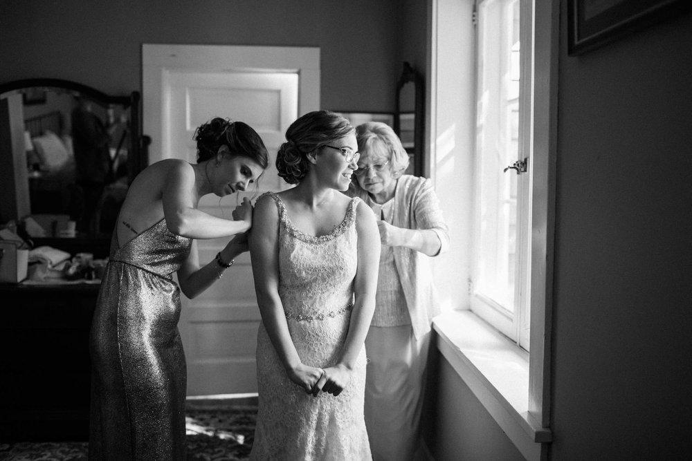 rochelle-louise-photography-acowsay-cinema-wisconsin-wedding-18.jpg