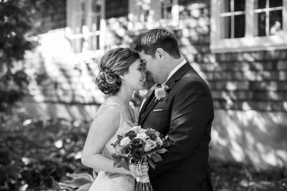 rochelle-louise-photography-acowsay-cinema-wisconsin-wedding-37.jpg