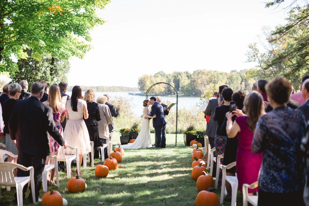 rochelle-louise-photography-acowsay-cinema-wisconsin-wedding-48.jpg