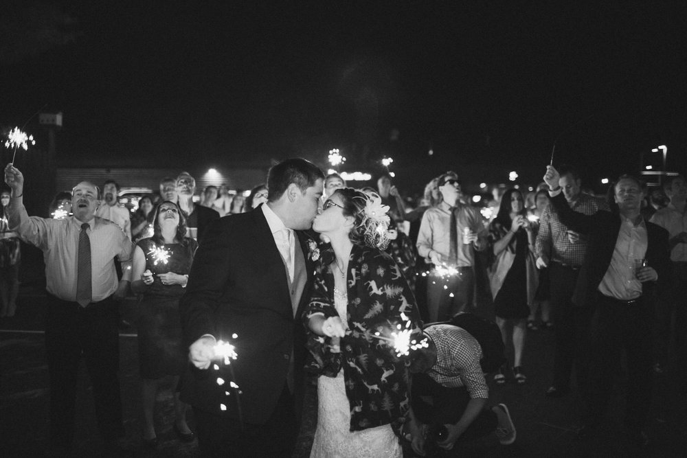 rochelle-louise-photography-acowsay-cinema-wisconsin-wedding-59.jpg