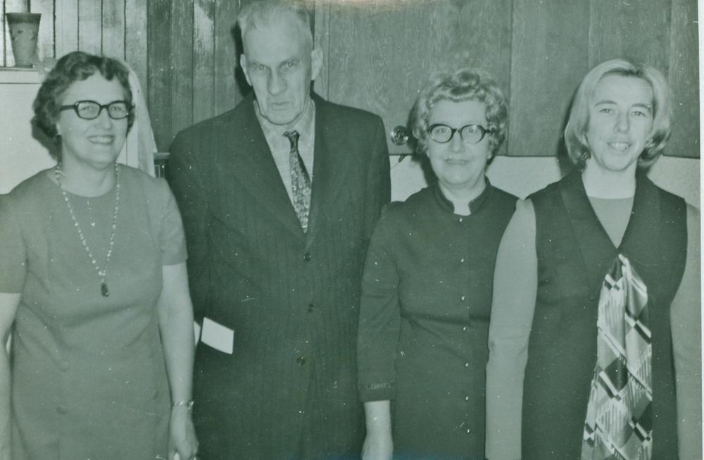 Merle Rothwell,  Charlie Cronkright,  Annie Leonard,  Phyllis Hickey