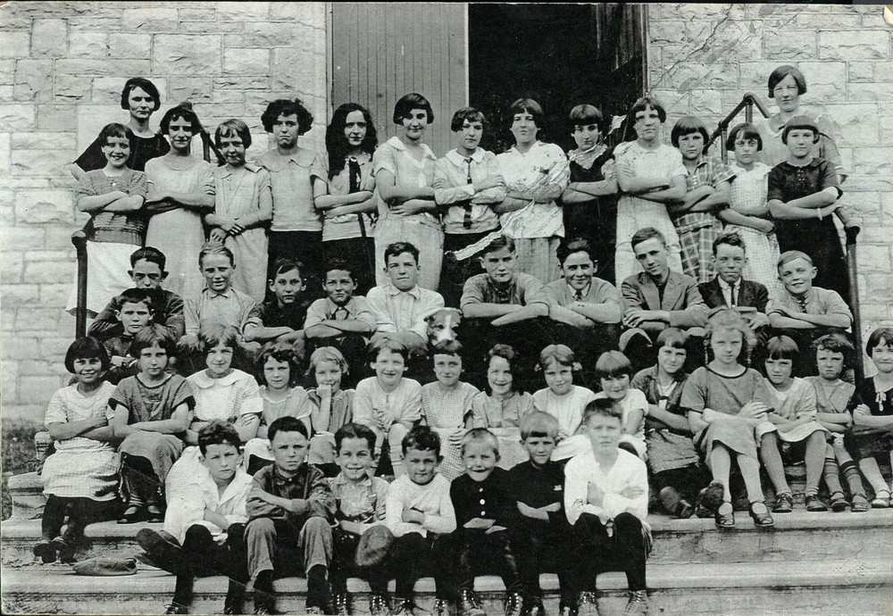 1923? Known students:  Marguerite Phillips (Doyle), leo O'Connor & William Shannon.  Teachers - Jean O'Connor (O'Neill) on left,  Florence Auger on right