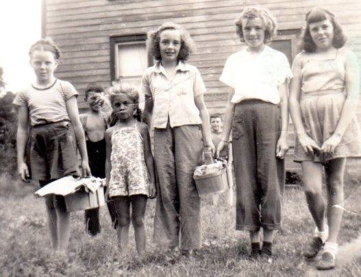 Nancy Ross, Judy Assesltine, Wilma McKinnon, Carol Hendershot, Janet Ross (McKinnon lads in background)
