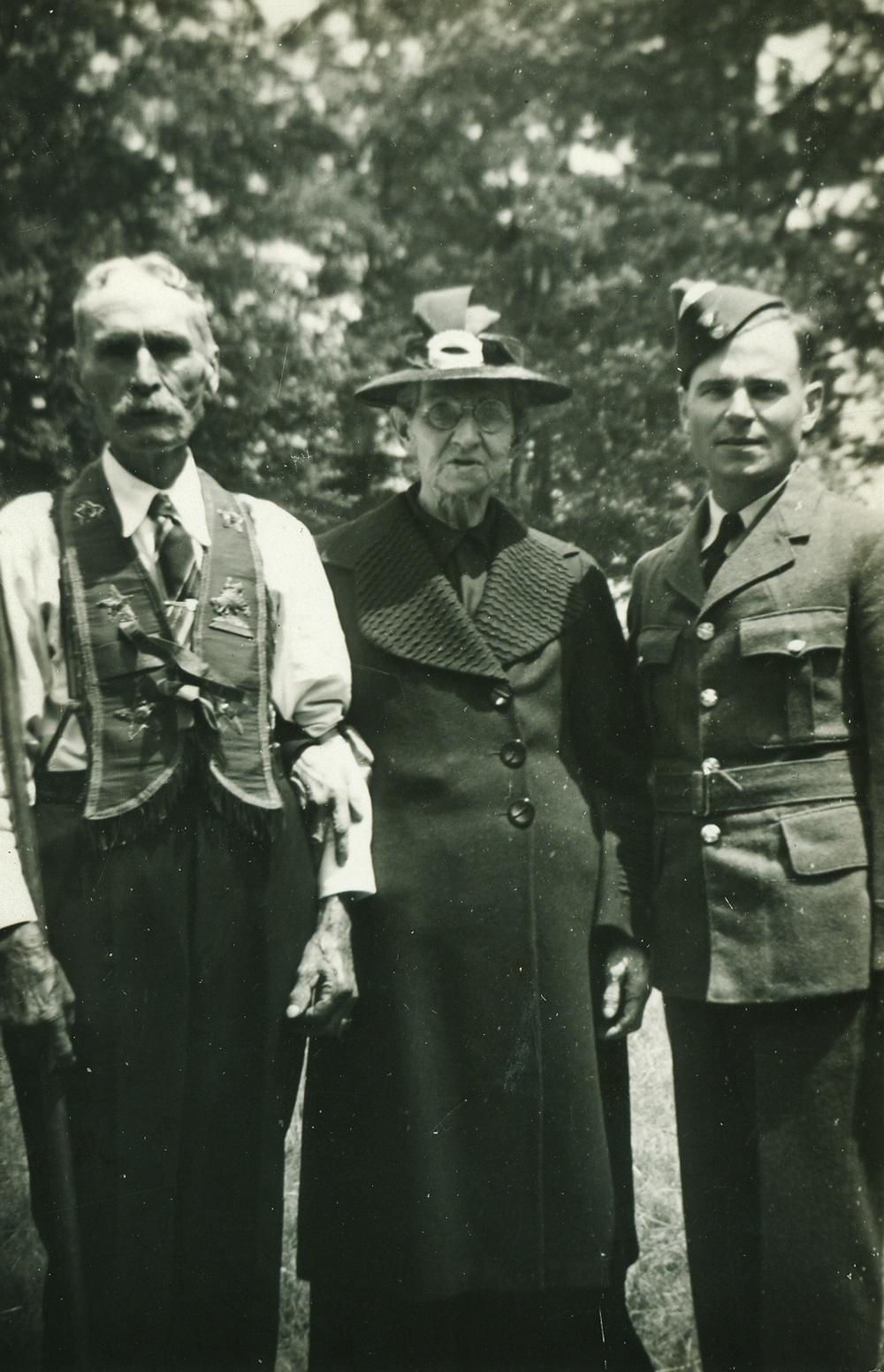 John Wesley & Annie Foster Vansickle with Graham Vansickle 1942