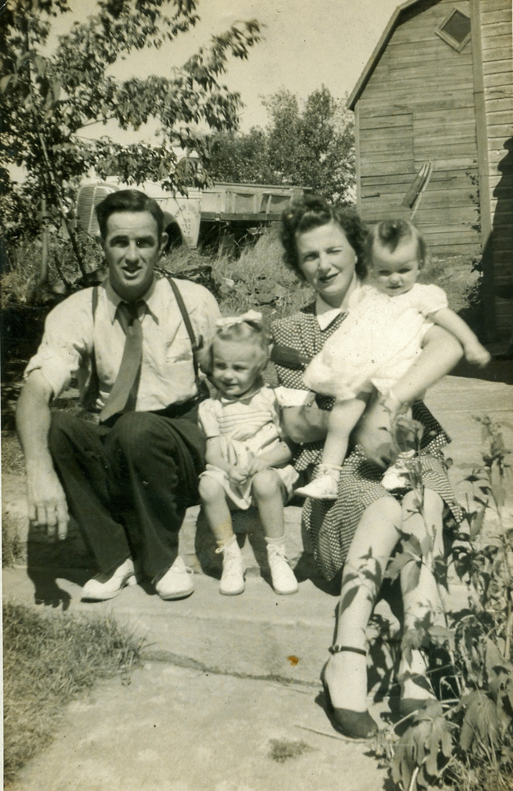 Charles &Cora Edna Campion w daughters, Edna Arlene (McKee) and Joyce (Fraser)1944
