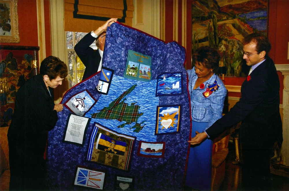 Quilt for Silver Cross mother,  Alice Murphy,  Governor General Michaelle Jean 2006 (2).jpg