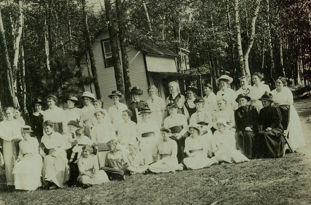 Women's Institute 1914at Wiggins Cottage