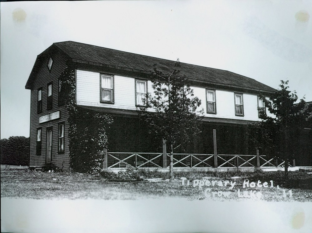 Tipperary Hotel, Crowe Lake 1911