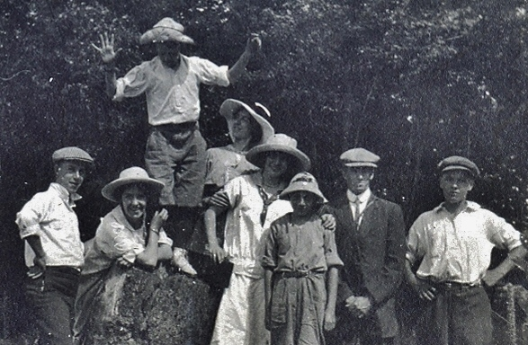 Crowe Lake - Florence, Bob, Jones Girls, Harold Parker, Stewart & Hubert Jones