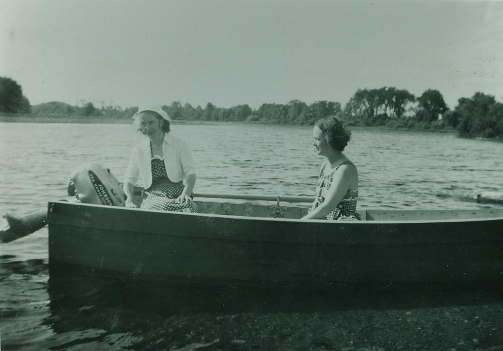Vera Bonter,  Bernice (Bonter) Sanderson.jpg