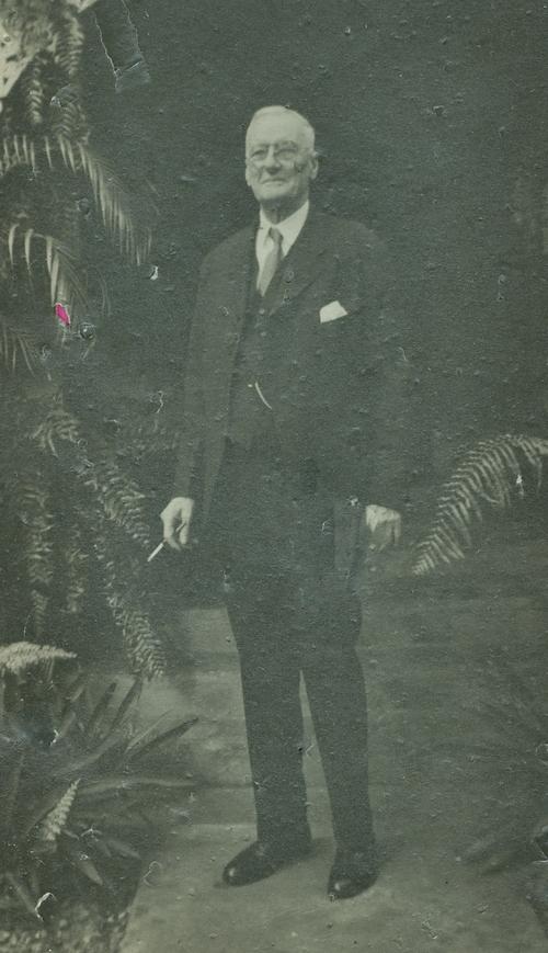 Dr. William Graeme MacKechnie