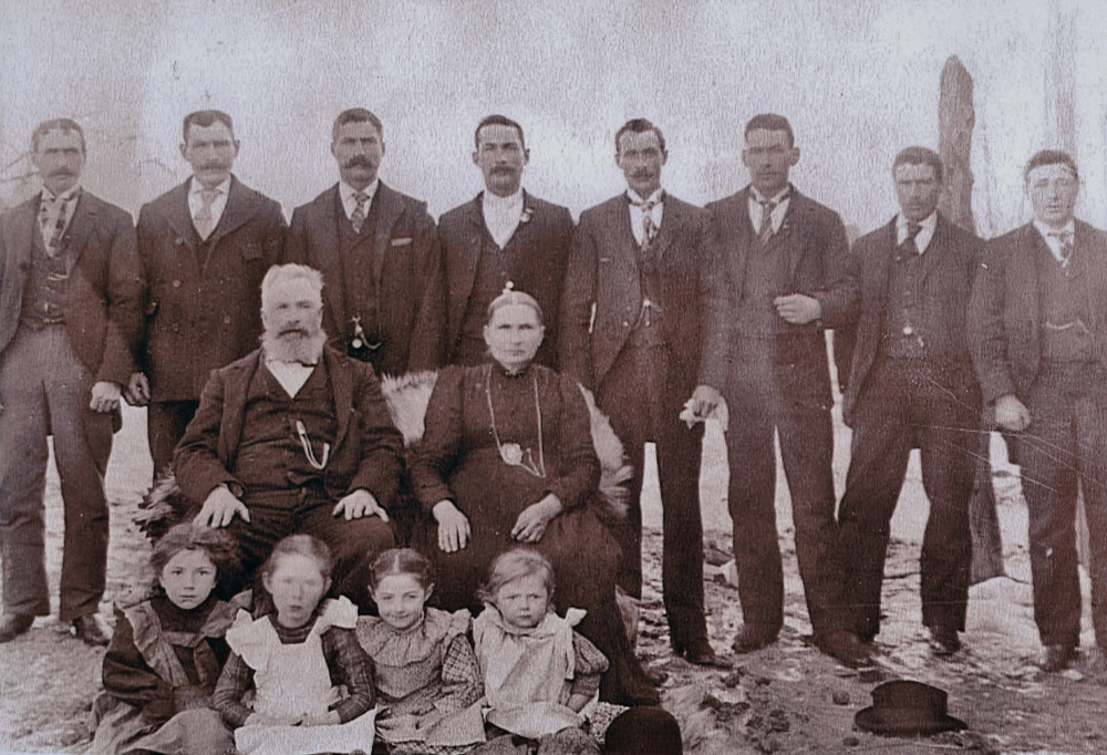John Vansickle and Amanda McLaughlin 1914 with John Wesley,  Robert,  David,  George, Joseph,  Fred,  Tom and Henry,  and with Edith, Myrtle, Harriot and Grace