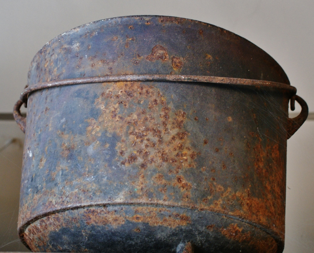 Marmora Historical Foundation Iron pot.JPG