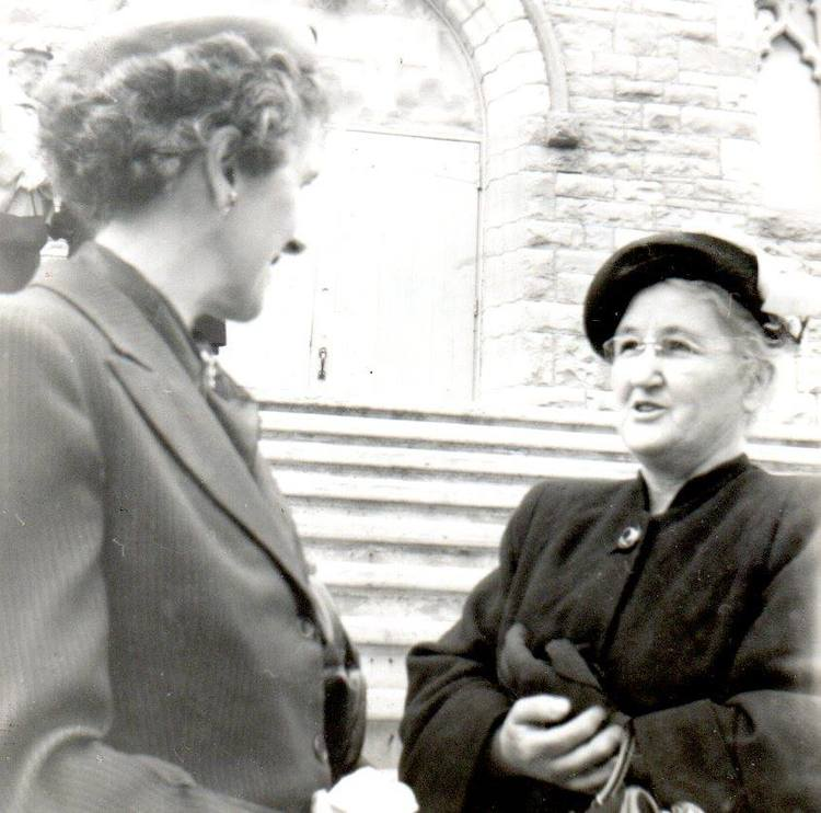 Helen Gallagher McKinnon chatting with Mrs. Jack Doyle,  mother of Bill and Bernard Doyle