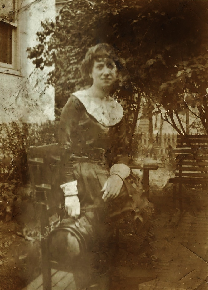 Annie Elizabeth Quinlan nee Rohan.1923 in Mulcahy's Garden.   Annie was the eldest girl from a family of twelve children, her father was Edward Rohan (Roughan) and her Mum was Mary Minihane (Monahane).