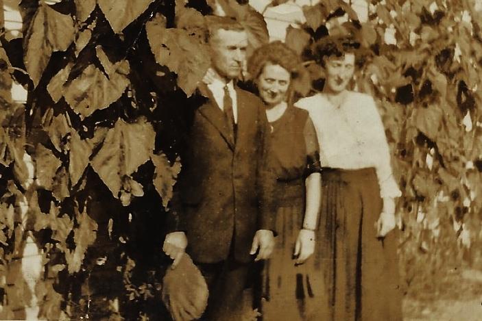 John Tobin, Elizabeth Tobin nee Rohan and Katierohan Meyersc.1920