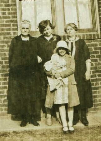 Emma  Neal, Grace Warren, Sarah Ann Warren and Dorothy Lane
