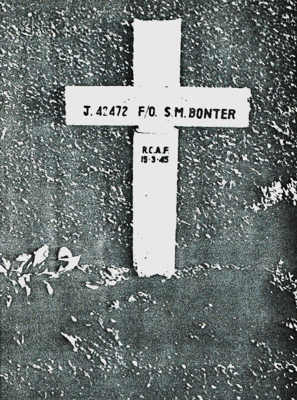 Stewart Bonter Grave Marker.jpg