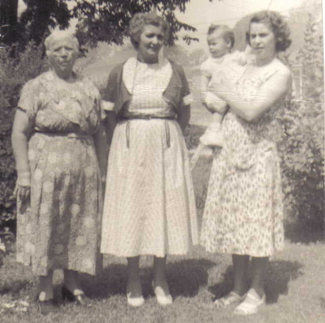 Daisy Smith, Daisy Brooks,  Winnie and Linda Nobes.jpg