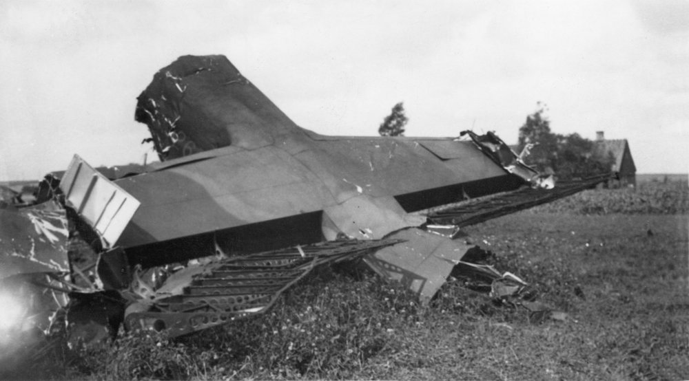 sTAN kERR'S hALIFAX bOMBER (PHOTO FROM FORCED LAND COLLECTION, SWEDEN)