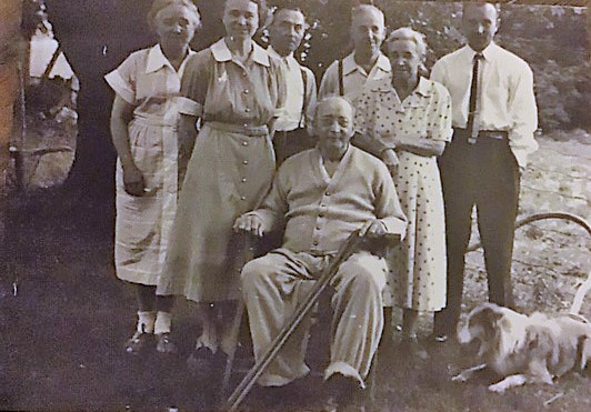 Back row l to r...Bessie Sweet Tinsdell, Art Sweet, Bill Tinsdell......middle row Jenny Sweet, Ada Sweet ...seated Frank Sweet and Pal the dog......Bill T had a.heart attack while picking blueberries with E. C. Prentice        ��i