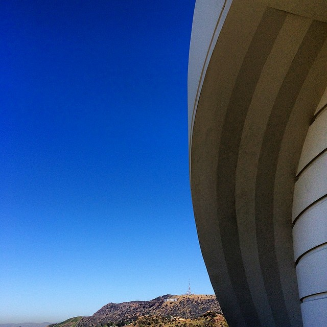 Thanks for getting me out for a gorgeous hike on supposedly the hottest day so far…#wesurvived @robinson_rebeccabecky 😘 #griffithobservatory #griffithpark  #hollywood #california #dreaming #fitness #love #curves #architecture #blueskies
