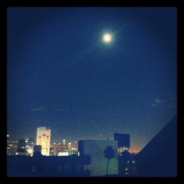 #bluemoon I saw you…#losangeles #rooftop  (Taken with  Instagram )