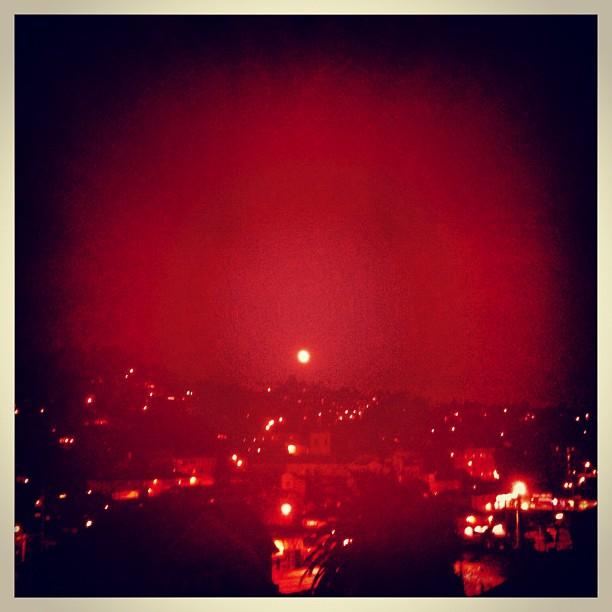 #earthquake #moon #losangeles  (Taken with  Instagram )