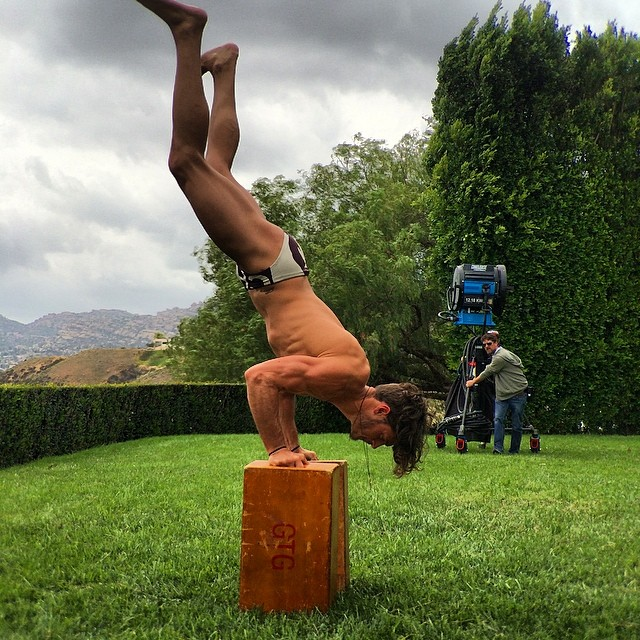#behindthescenes #setlife Moving lights and apple box fun. @steliosniakaris staying fit during filming. Love the crew guy watching haha. @stuartweitzman #zoesaldana #feelsogood #inourshoes #maycharterscasting #poolparty #models #nobloodyfilter