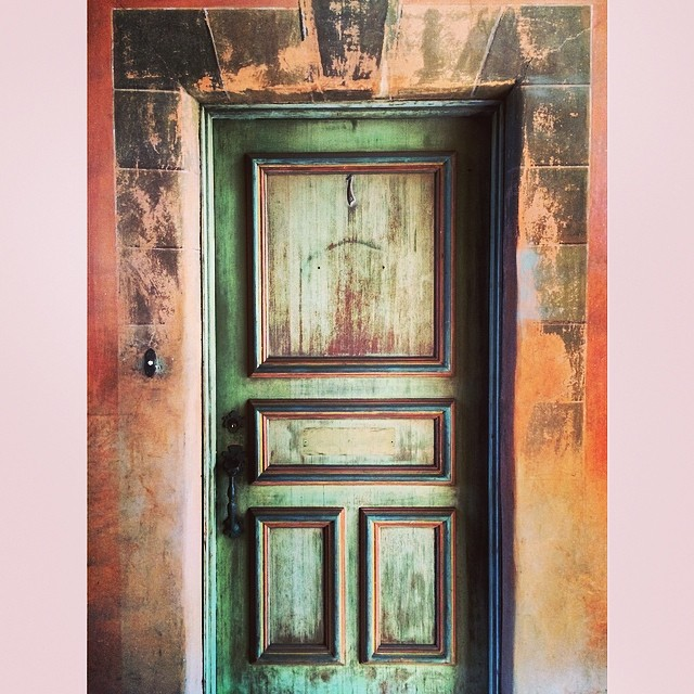 This door has a story. Aged to perfection #patina #crush #1 #oldhollywood #beauty #architecture #villadeste 💚