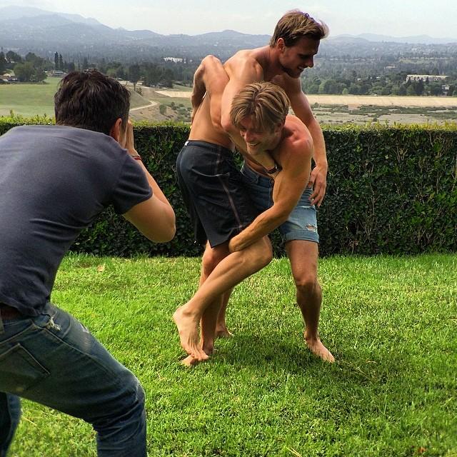 #behindthescenes @ninomunoz directing a little wrestling for @stuartweitzman #feelsogood #zoesaldana #inourshoes #stuartweitzman #ninomunoz @juli4n86 #nofilter #maycharterscasting #castingdirector #goodtimes