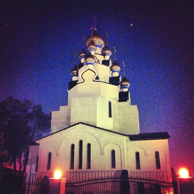Walking back to my car after visiting my brother. Love how much light the iPhone 5 can capture in the night #domes #architecture #russian Orthodox Church #stars #sky #hollywood