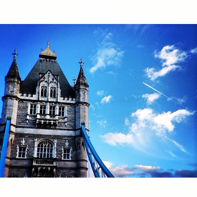 #londonbridge is… Was a proper tourist for a bit this morning. #flyinghigh #blueskies #cityscape #london #love