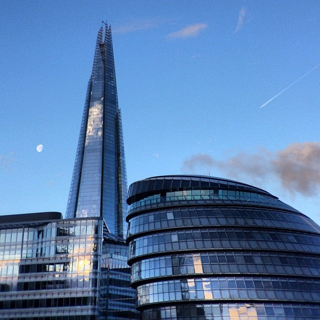 The shape of things. #theshard and #themoon An 8am drive to take a family member in to cook in the kitchen of #gordonramsay at #thenarrow #london #love #telephoto so much glass.