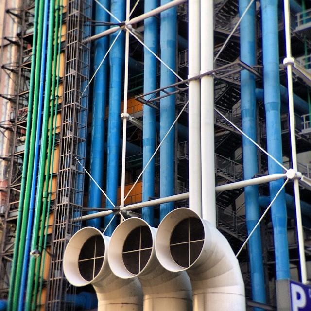#pompidou do do a dah dah dah ugh. It was closed 😞haha #Paris #amour #love