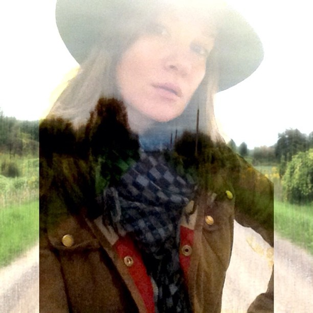 And suddenly it was time to wear a felt hat and a @barbour for a country drive  #guvnah #barbour #unionjack #love #fall and the #dxp @goldfrapp app #taleofus