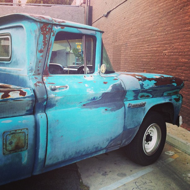 In #love with the #patina of this #gorgeous #Chevrolet #pickup #truck #trucklove ❤😍😘 #turquoise #heaven
