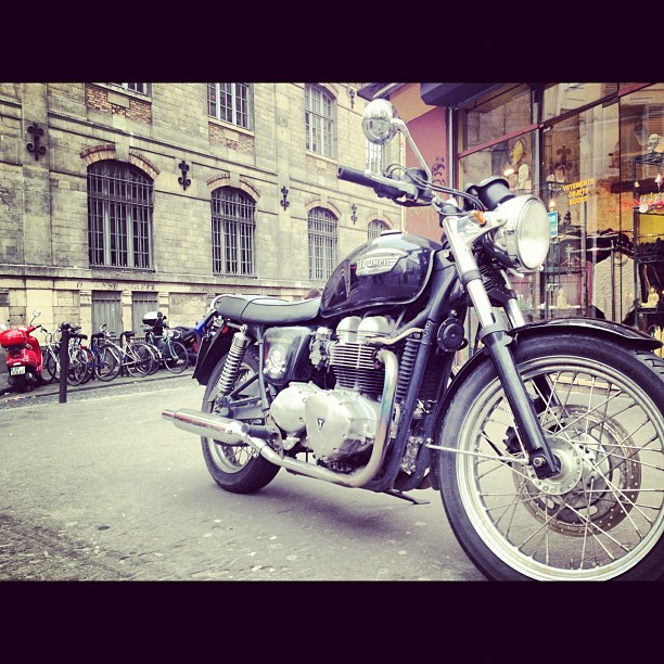 New #triumph#bonneville hanging out in #montmartre#paris