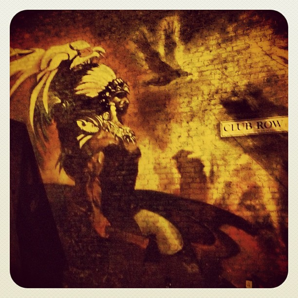 Late night walking in the cold air to fend off #jetlag #mural#clubrow#shoreditch#london#indian#eagle#