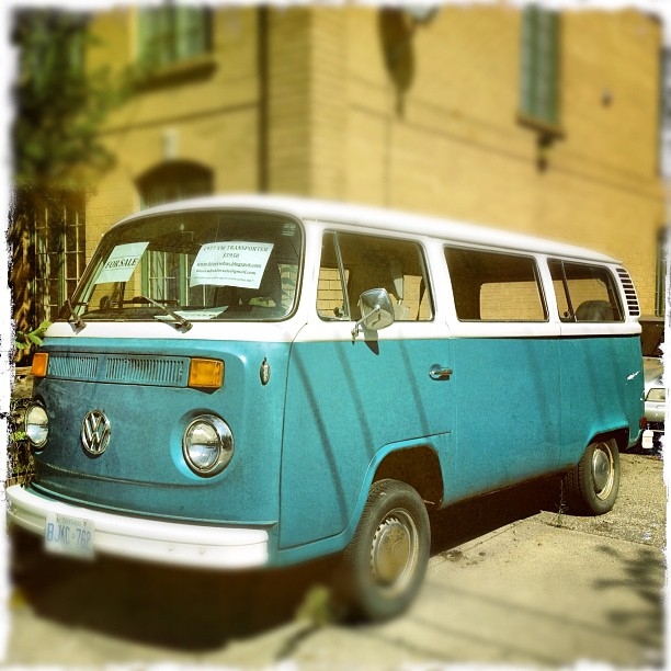 #toronto you're seriously trying your darnedest to woo me back. Ah the #vw #volkswagen #van in #blue #forsale #childhoodmemories   (Taken with  Instagram )