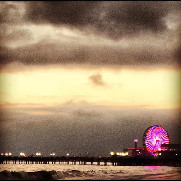 #hot #pink #ferriswheel #santamonica #beach #pier  (Taken with  instagram )