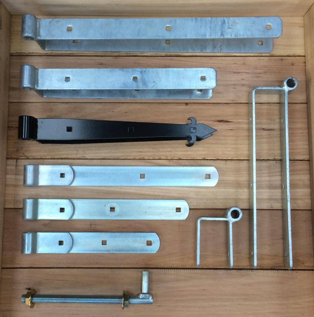 Galvanised strap hinges. 500mm-125mm