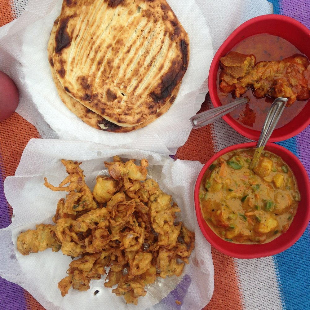 Kashmiri Naan, Pakoda & Curry