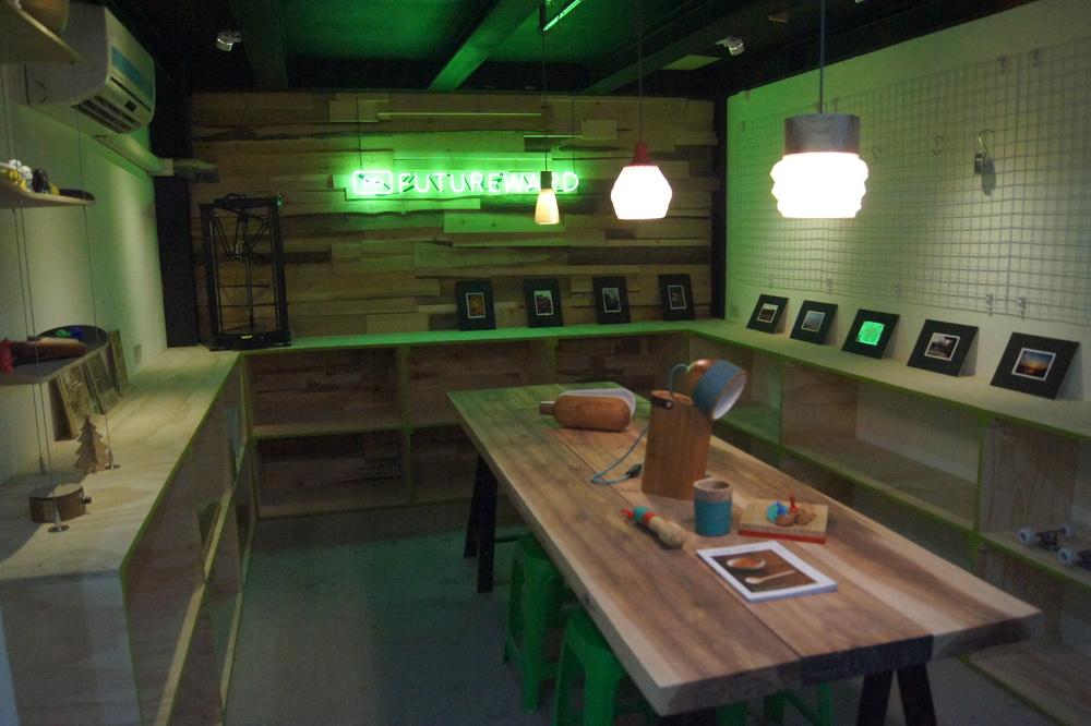 全台灣最具規模的自造者空間+共同工作空間 我們透過手作工具、數位機具等工具資源的分享 以及 創造經驗交流的空間 期待建立學習、合作、並且鼓勵創意和互助的社群 冀望能有效幫助民眾實現心裡醞釀已久的夢想