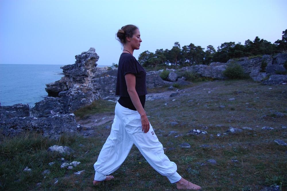 Ylva Deplanck i vita Saraswati pants från  Saprema of Sweden .